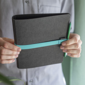 Planoo A5 binder with elastic pen loop